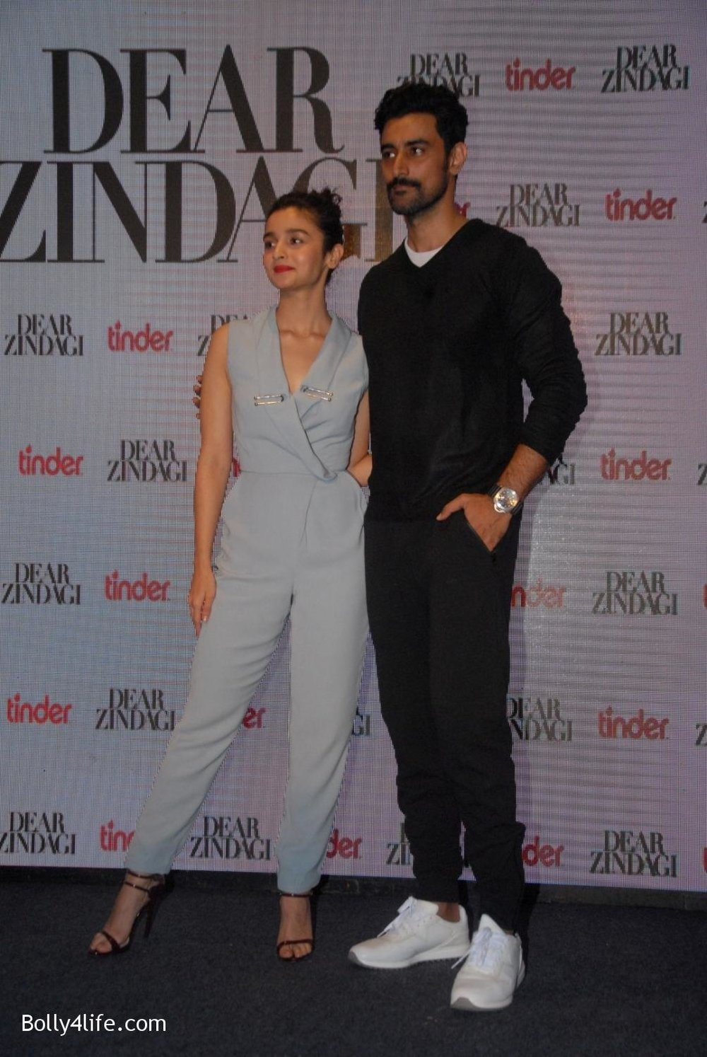 Alia-Bhatt-and-Kunal-Kapoor-during-promotion-of-film-Dear-Zindagi-3.jpg