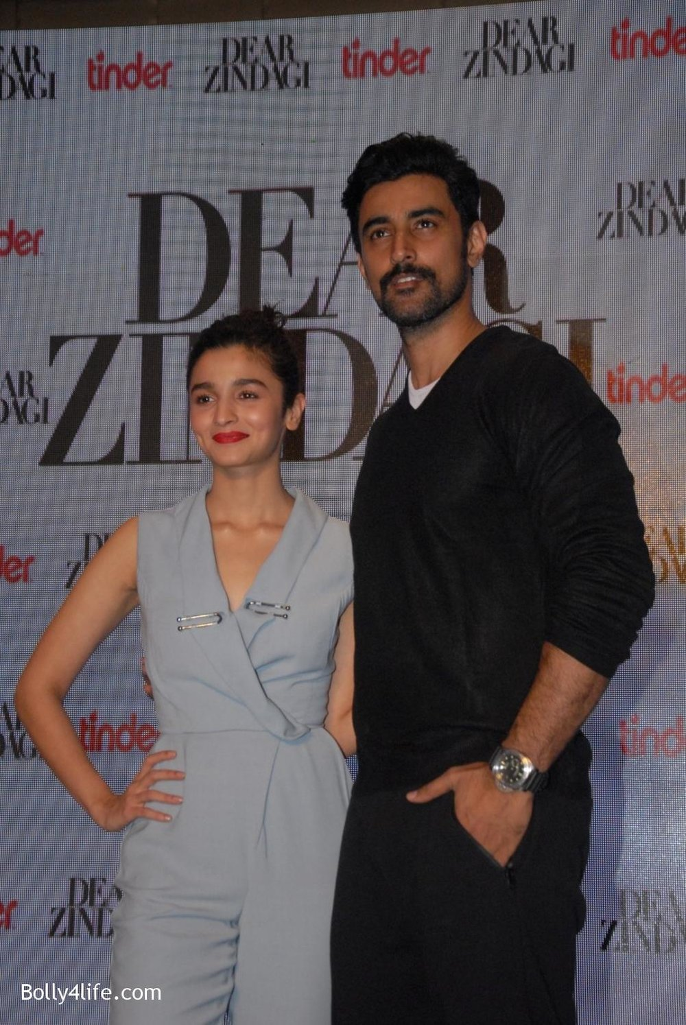 Alia-Bhatt-and-Kunal-Kapoor-during-promotion-of-film-Dear-Zindagi-4.jpg