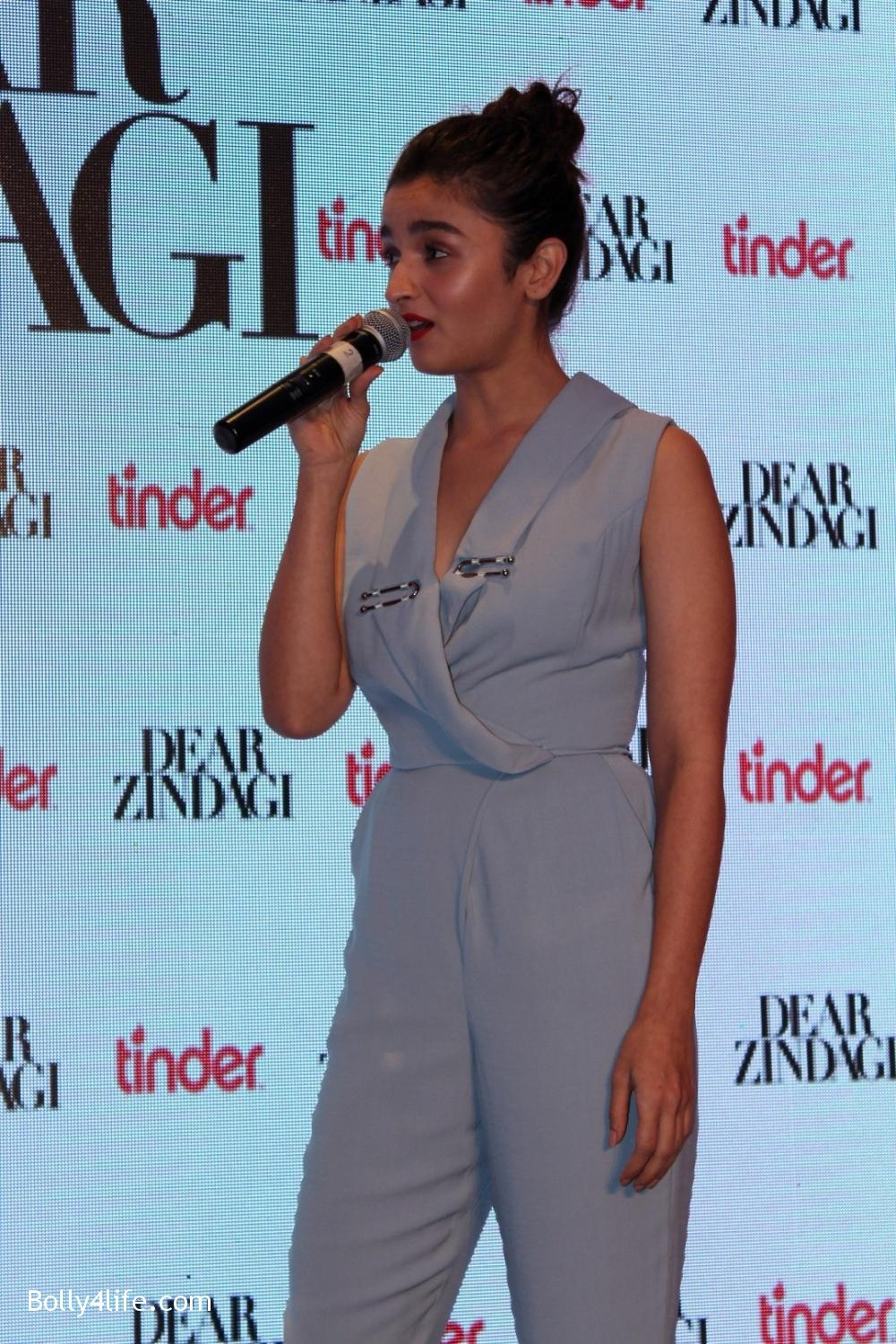 Alia-Bhatt-and-Kunal-Kapoor-during-promotion-of-film-Dear-Zindagi-7.jpg