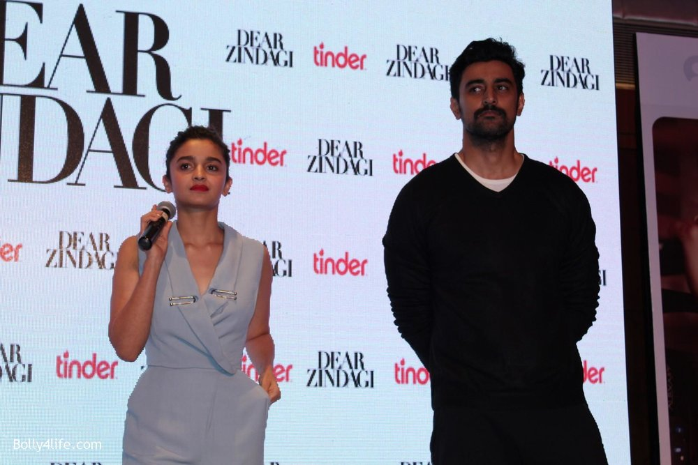 Alia-Bhatt-and-Kunal-Kapoor-during-promotion-of-film-Dear-Zindagi-13.jpg