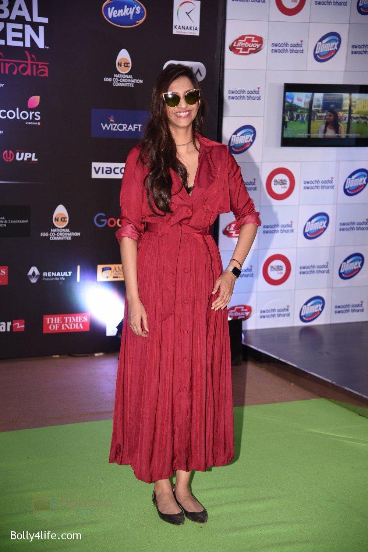 Sonam-Kapoor-at-Global-Citizen-Festival-India-2016-2.jpg