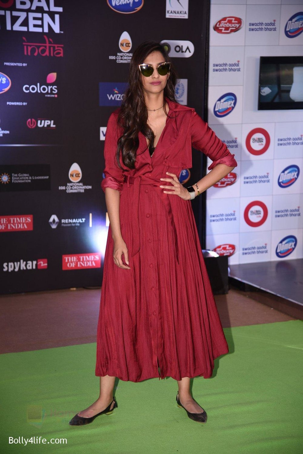 Sonam-Kapoor-at-Global-Citizen-Festival-India-2016-5.jpg