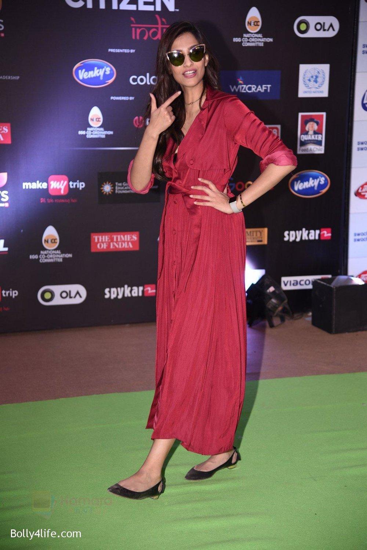 Sonam-Kapoor-at-Global-Citizen-Festival-India-2016-6.jpg