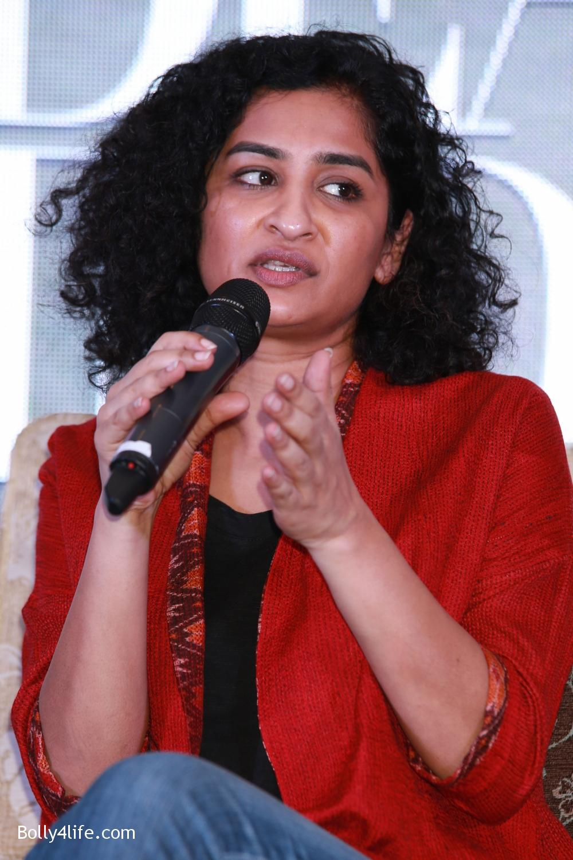 Shah-Rukh-Khan-Alia-Bhatt-and-filmmaker-Gauri-Shinde-during-a-press-conference-to-promote-Dear-Zindagi-3.jpg