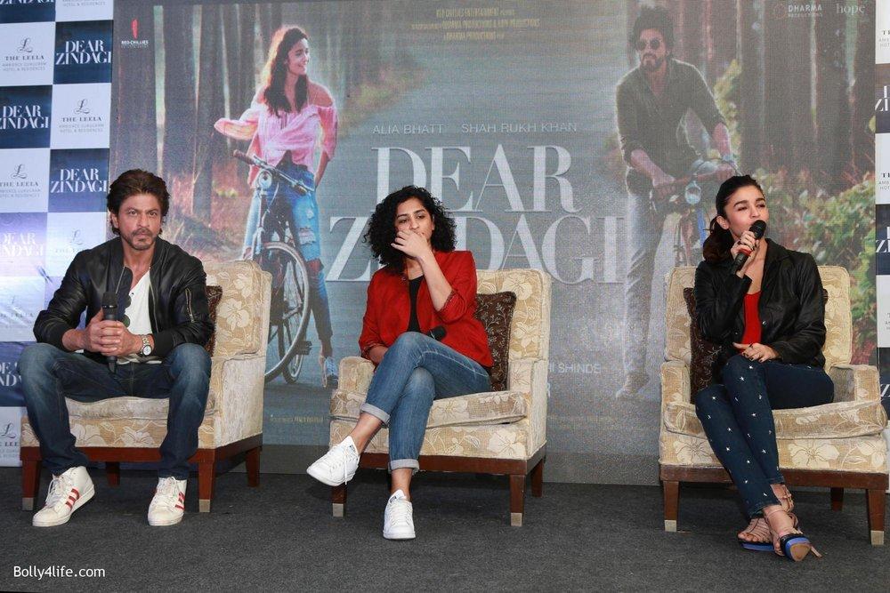 Shah-Rukh-Khan-Alia-Bhatt-and-filmmaker-Gauri-Shinde-during-a-press-conference-to-promote-Dear-Zindagi-6.jpg