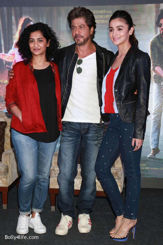 Shah-Rukh-Khan-Alia-Bhatt-and-filmmaker-Gauri-Shinde-during-a-press-conference-to-promote-Dear-Zindagi-11.jpg