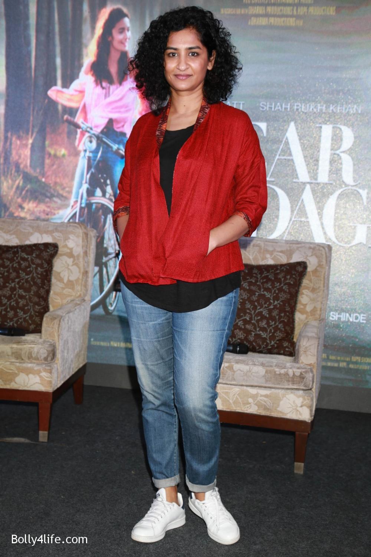Shah-Rukh-Khan-Alia-Bhatt-and-filmmaker-Gauri-Shinde-during-a-press-conference-to-promote-Dear-Zindagi-13.jpg