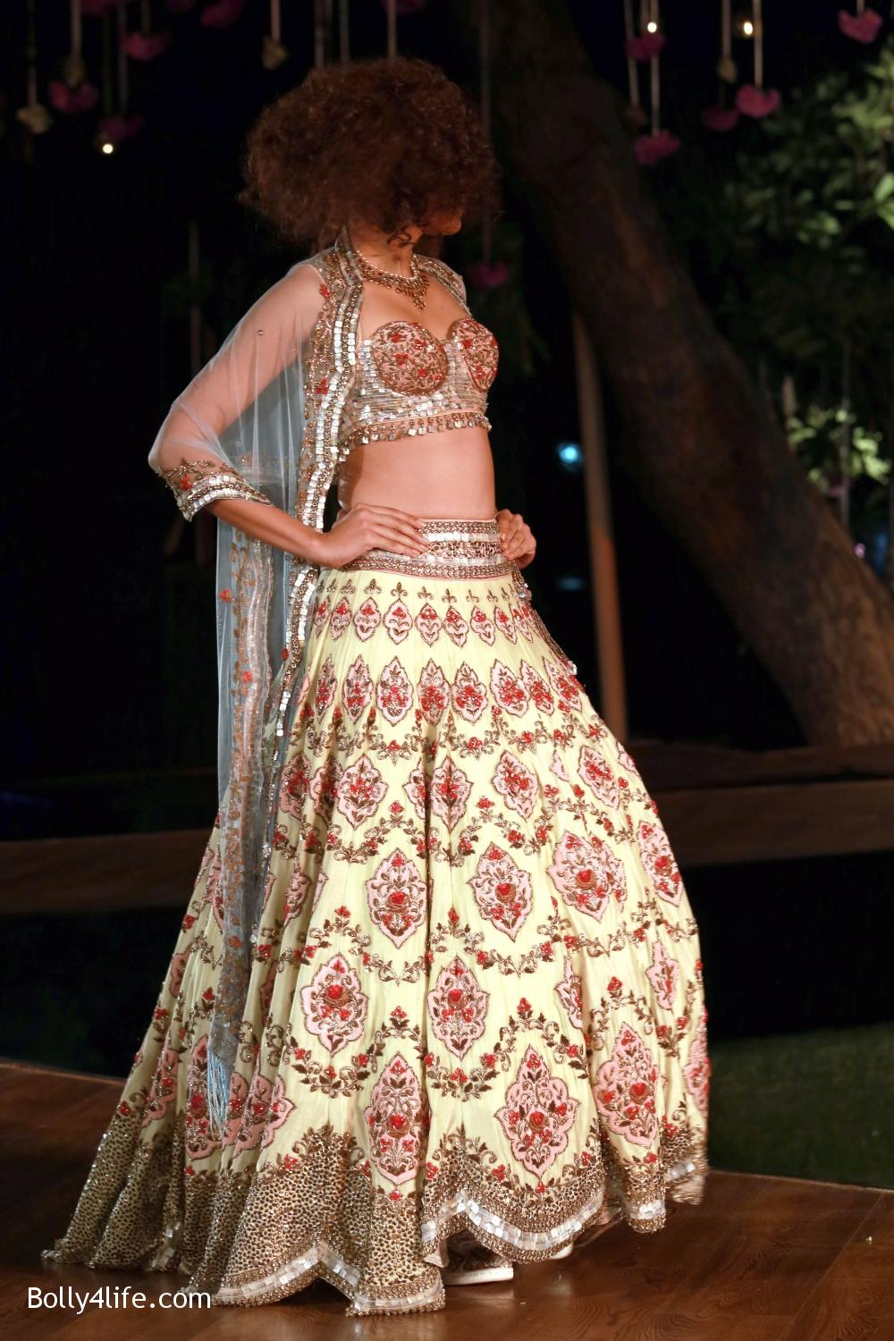 Divani-Fashion-Show-Ranveer-Singh-and-Vaani-Kapoor-1.jpg