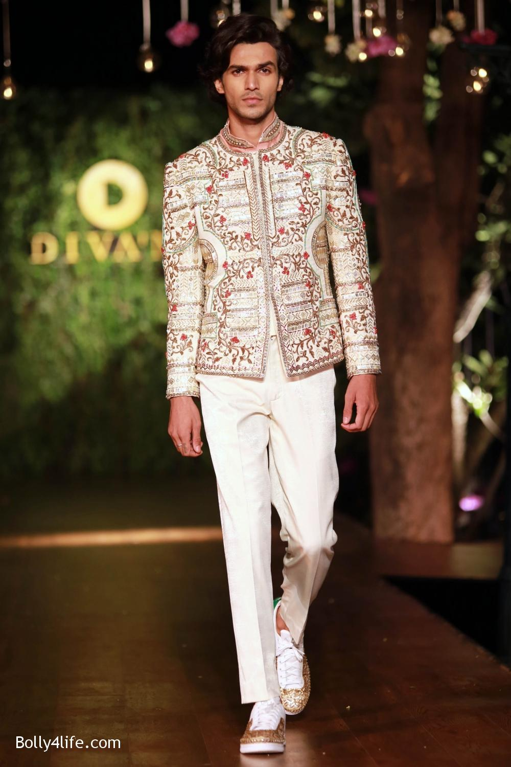 Divani-Fashion-Show-Ranveer-Singh-and-Vaani-Kapoor-4.jpg
