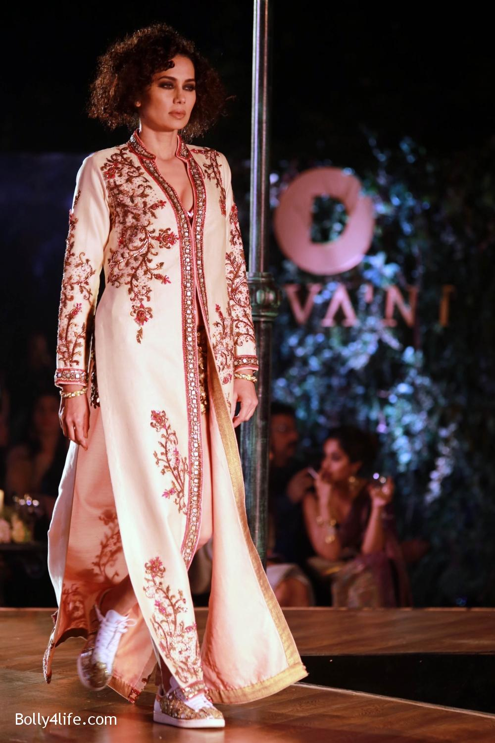 Divani-Fashion-Show-Ranveer-Singh-and-Vaani-Kapoor-5.jpg