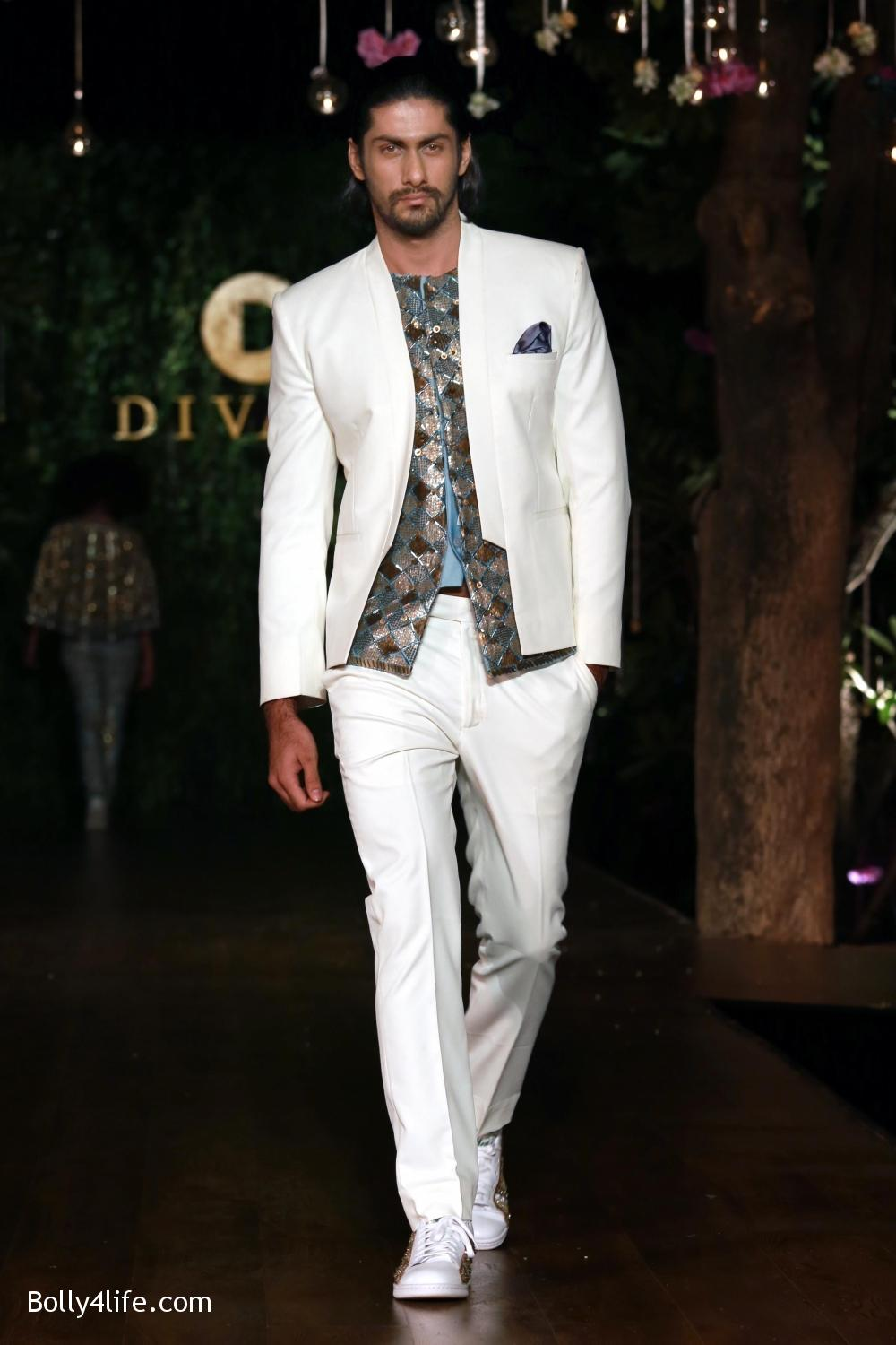 Divani-Fashion-Show-Ranveer-Singh-and-Vaani-Kapoor-6.jpg