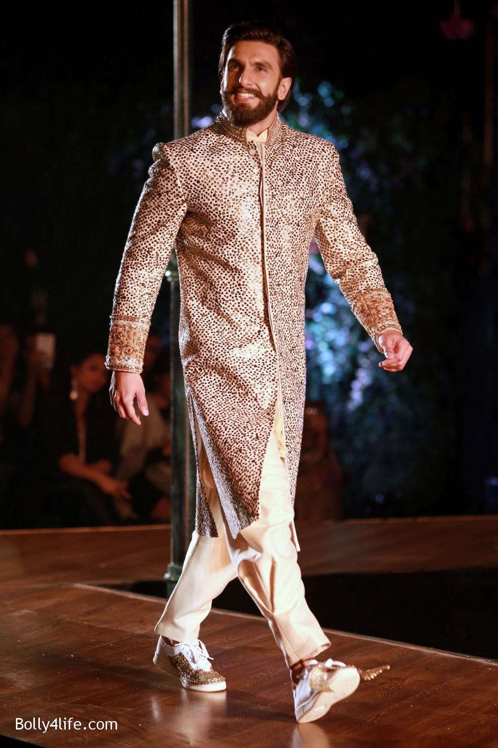 Divani-Fashion-Show-Ranveer-Singh-and-Vaani-Kapoor-8.jpg