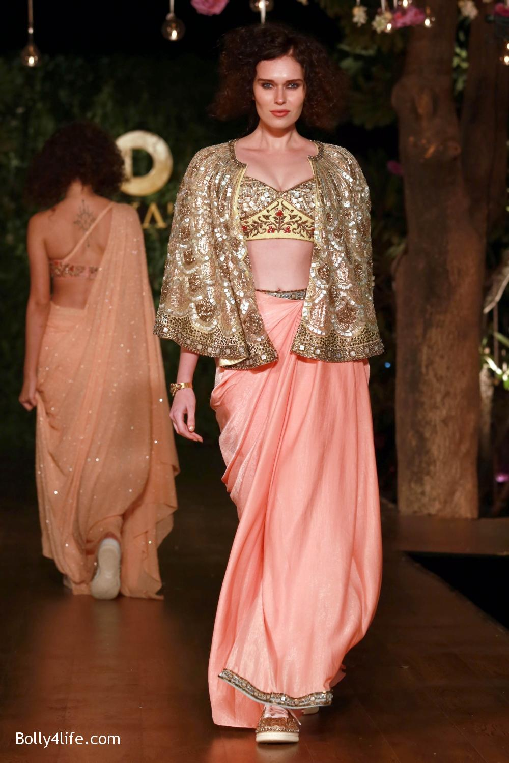 Divani-Fashion-Show-Ranveer-Singh-and-Vaani-Kapoor-12.jpg