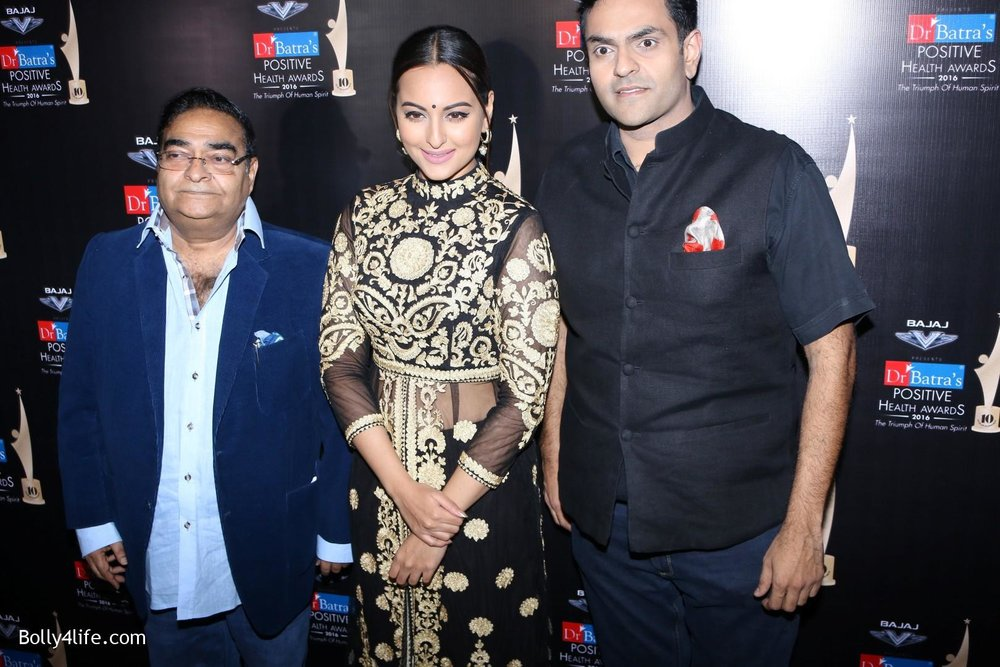 Sonakshi-Sinha-during-Dr-Batras-Positive-Health-Awards-2016-7.jpg