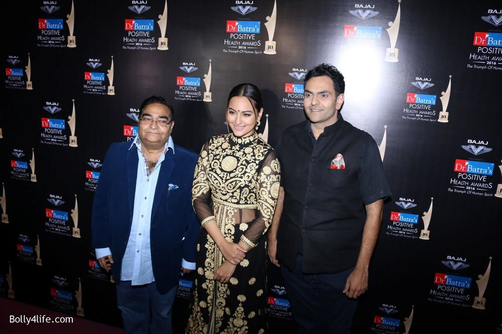 Sonakshi-Sinha-during-Dr-Batras-Positive-Health-Awards-2016-9.jpg