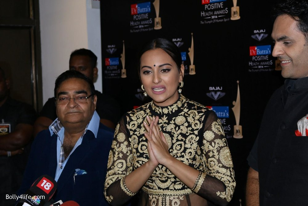 Sonakshi-Sinha-during-Dr-Batras-Positive-Health-Awards-2016-15.jpg