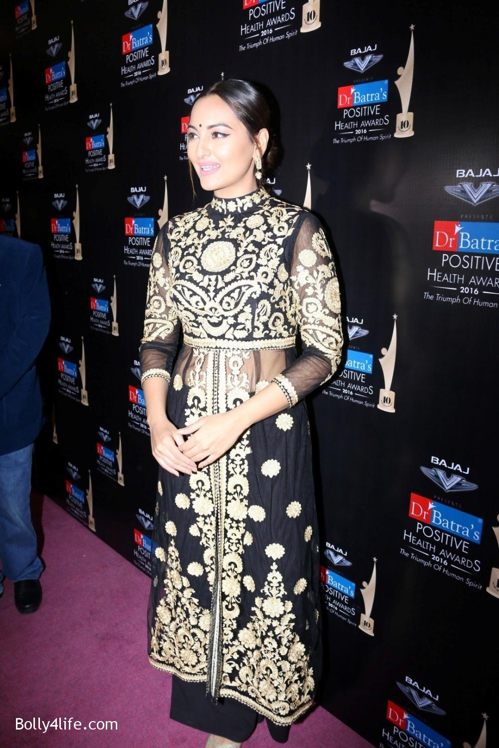 Sonakshi-Sinha-during-Dr-Batras-Positive-Health-Awards-2016-17.jpg