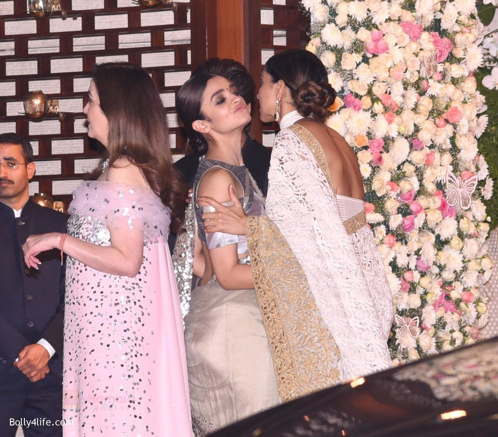 Deepika-Padukone-at-the-Ambanis-wedding-party-of-their-niece-Isheta-Salgaoncar-2.jpg