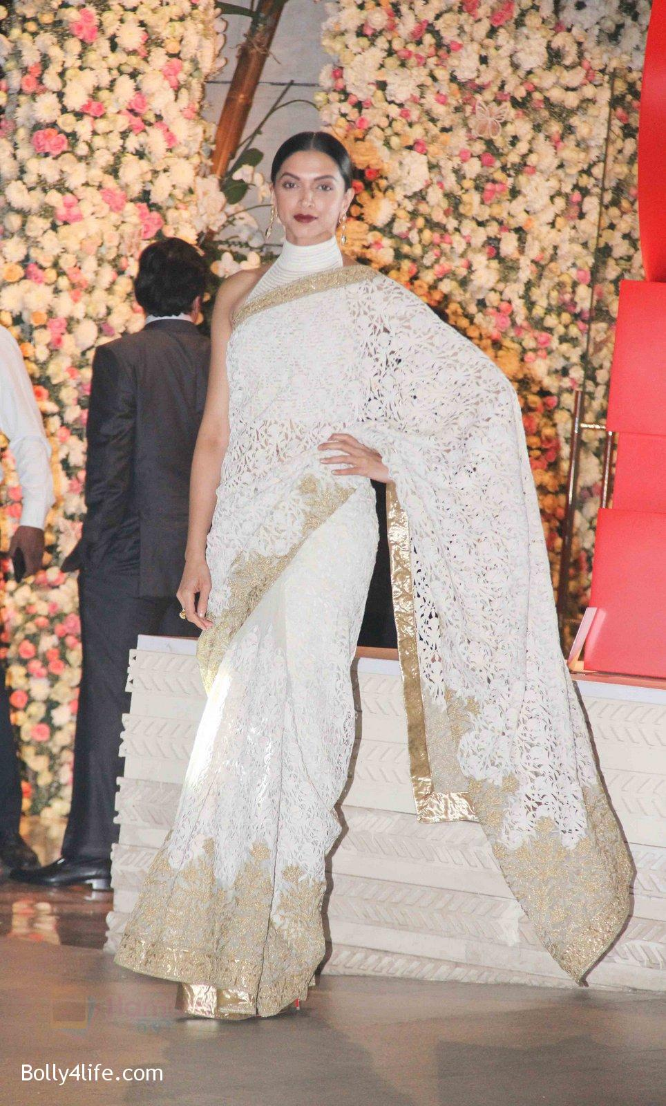 Deepika-Padukone-at-the-Ambanis-wedding-party-of-their-niece-Isheta-Salgaoncar-3.jpg