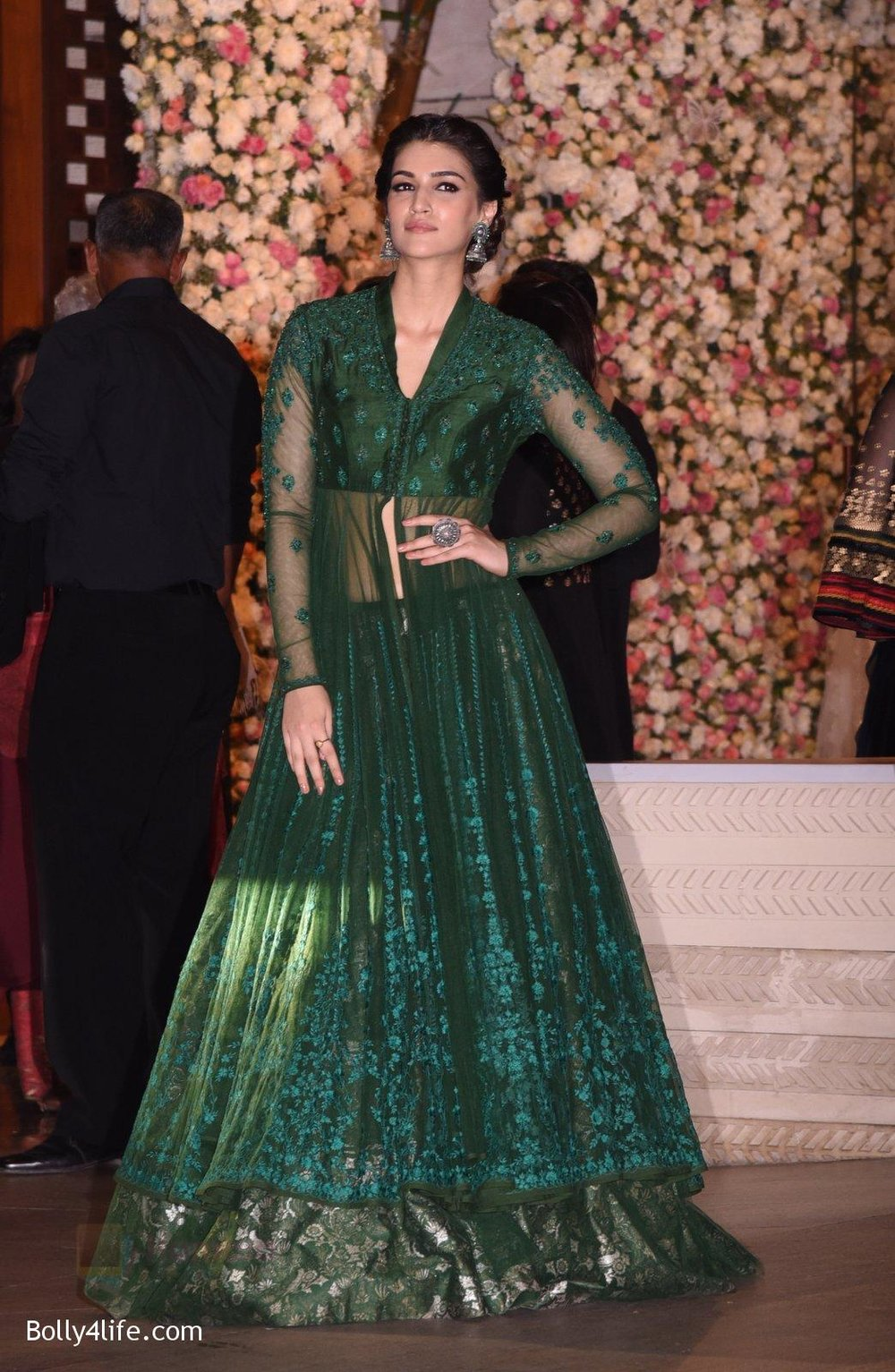 Kriti-Sanon-at-the-Ambanis-wedding-party-of-their-niece-Isheta-Salgaoncar-2.jpg