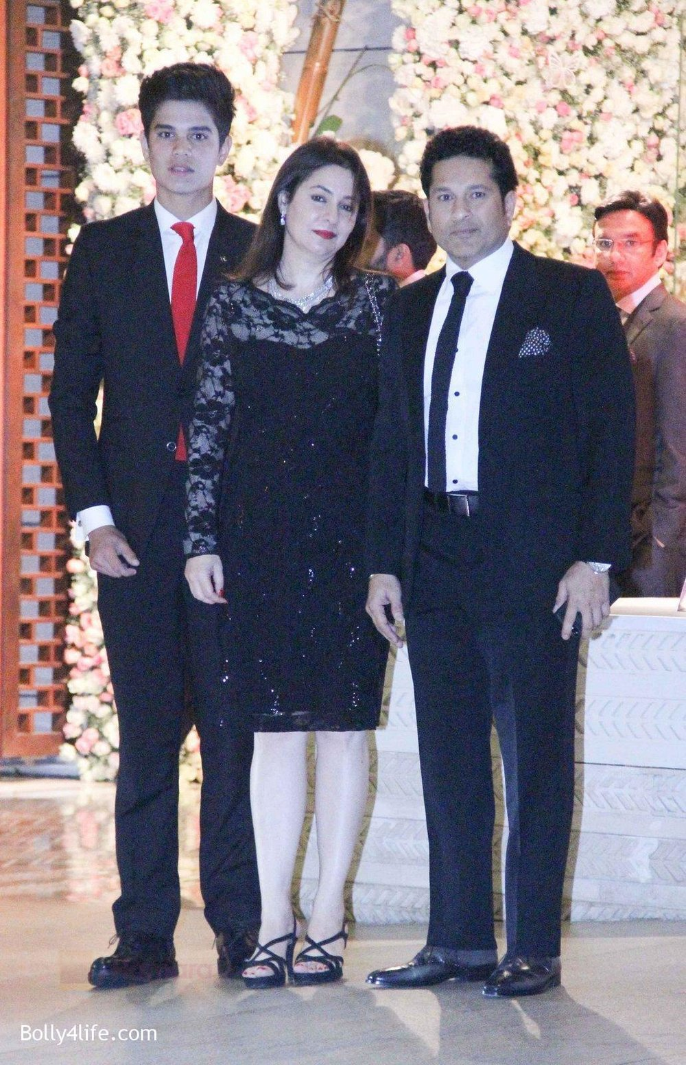 Sachin-Tendulkar-at-the-Ambanis-wedding-party-of-their-niece-Isheta-Salgaoncar-1.jpg
