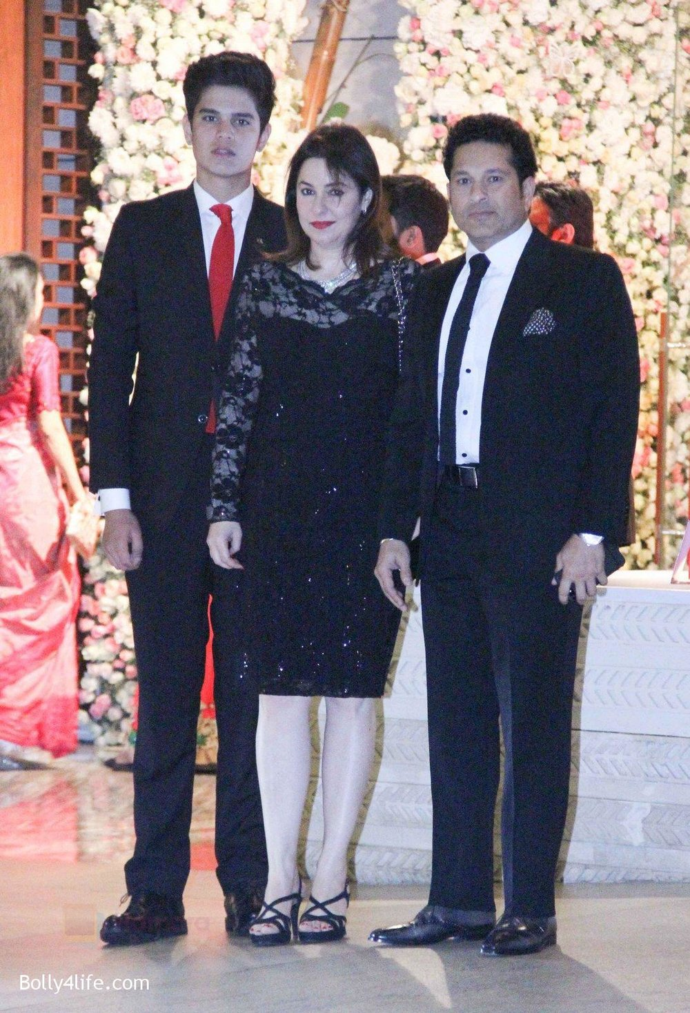 Sachin-Tendulkar-at-the-Ambanis-wedding-party-of-their-niece-Isheta-Salgaoncar-2.jpg