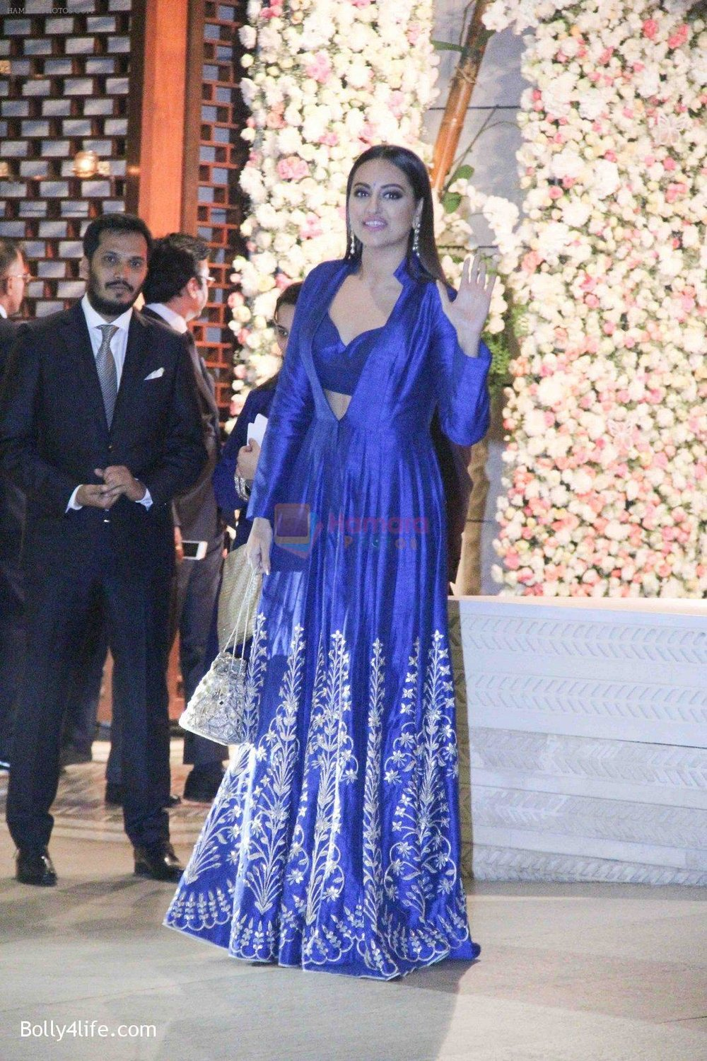 Sonakshi-Sinha-at-the-Ambanis-wedding-party-of-their-niece-Isheta-Salgaoncar-1.jpg