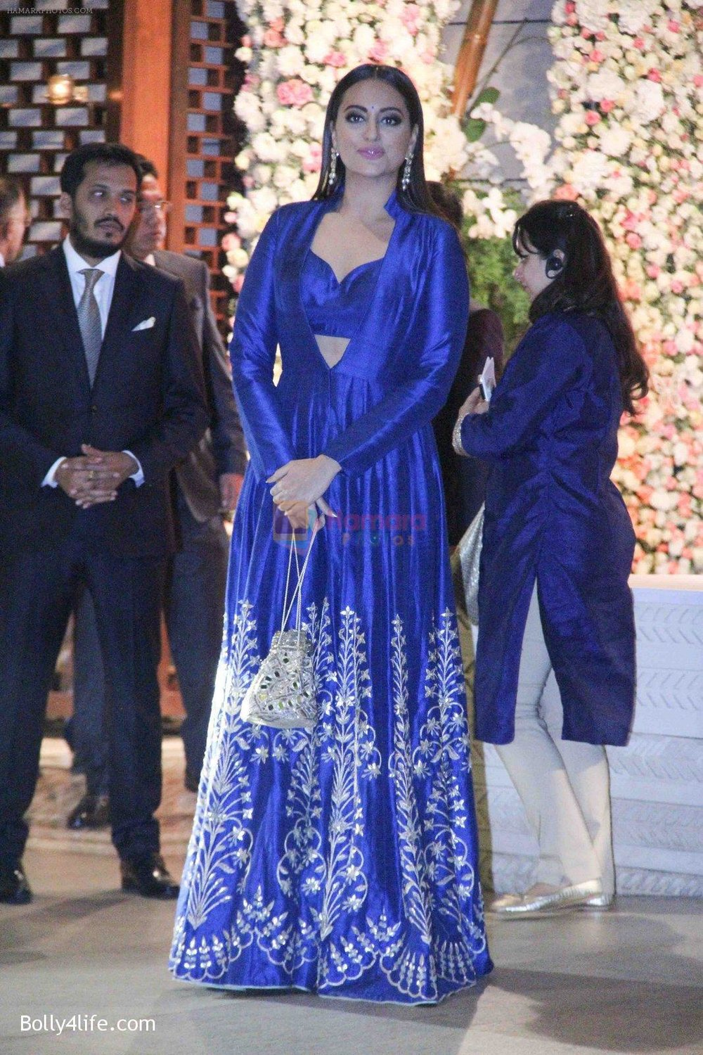 Sonakshi-Sinha-at-the-Ambanis-wedding-party-of-their-niece-Isheta-Salgaoncar-2.jpg