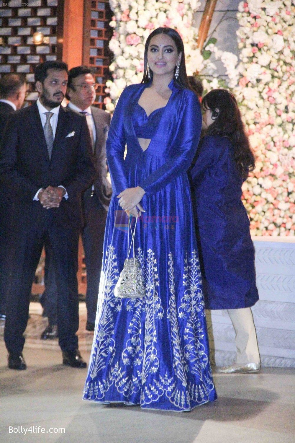 Sonakshi-Sinha-at-the-Ambanis-wedding-party-of-their-niece-Isheta-Salgaoncar-3.jpg