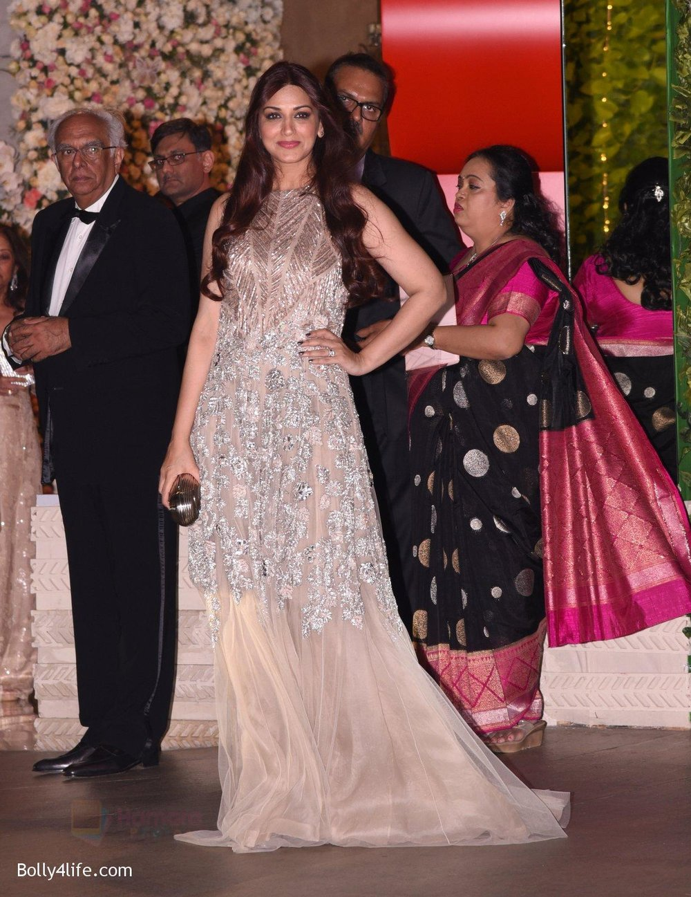Sonali-Bendre-at-the-Ambanis-wedding-party-of-their-niece-Isheta-Salgaoncar-1.jpg
