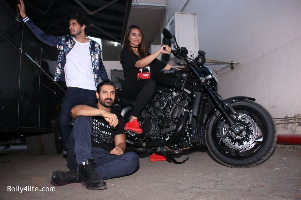 Sonakshi-Sinha-John-Abraham-Tahir-Bhasin-at-the-promotions-of-Force-2-6.jpg