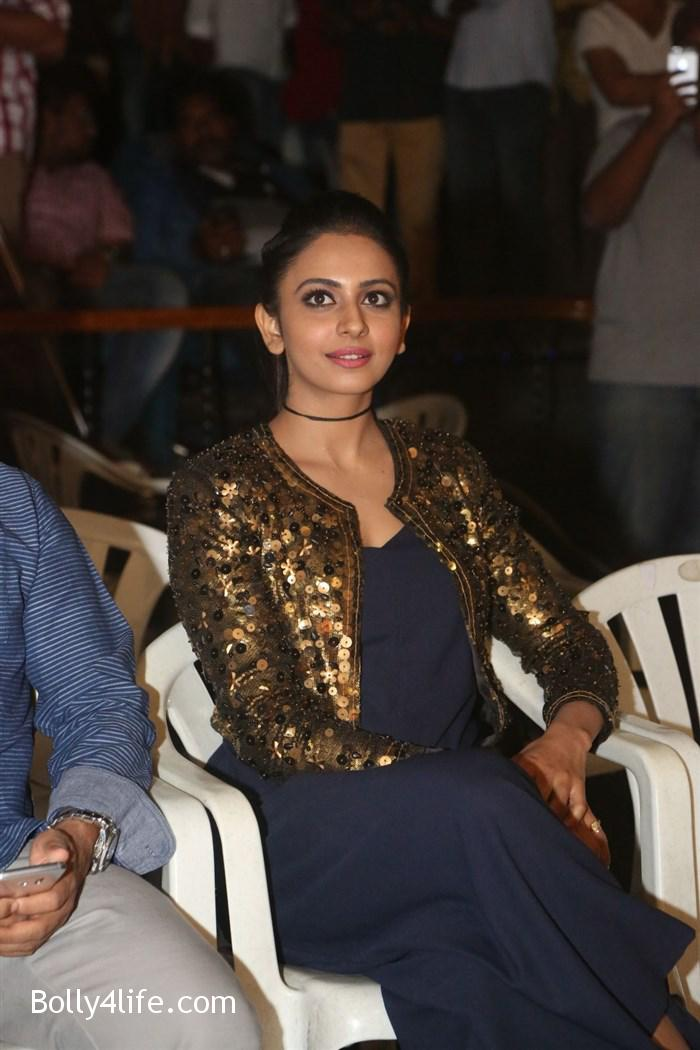 actress_rakul_preet_photos_dhruva_trailer_release_4f9f905.jpg