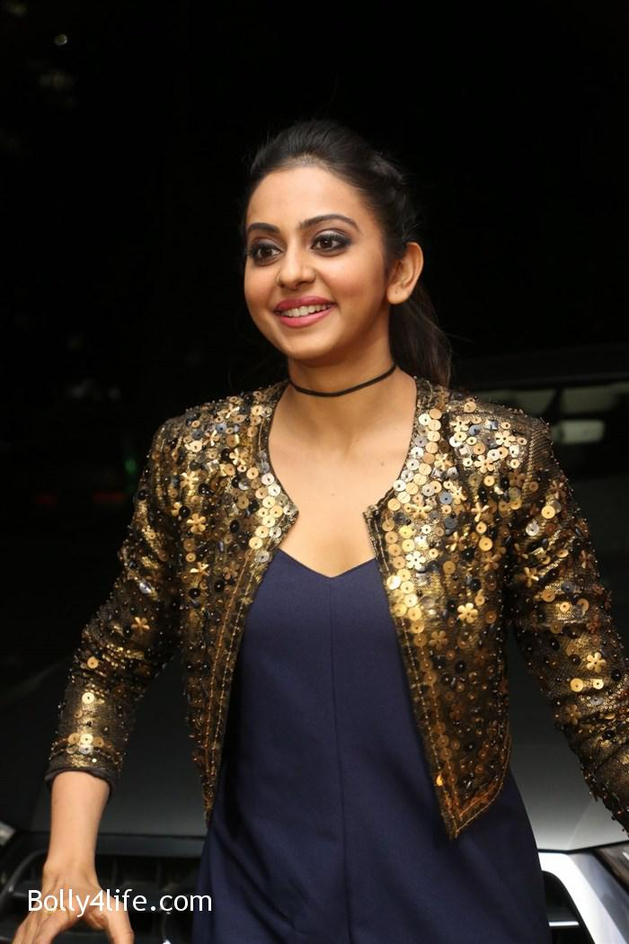 actress_rakul_preet_photos_dhruva_trailer_release_09448c0.jpg