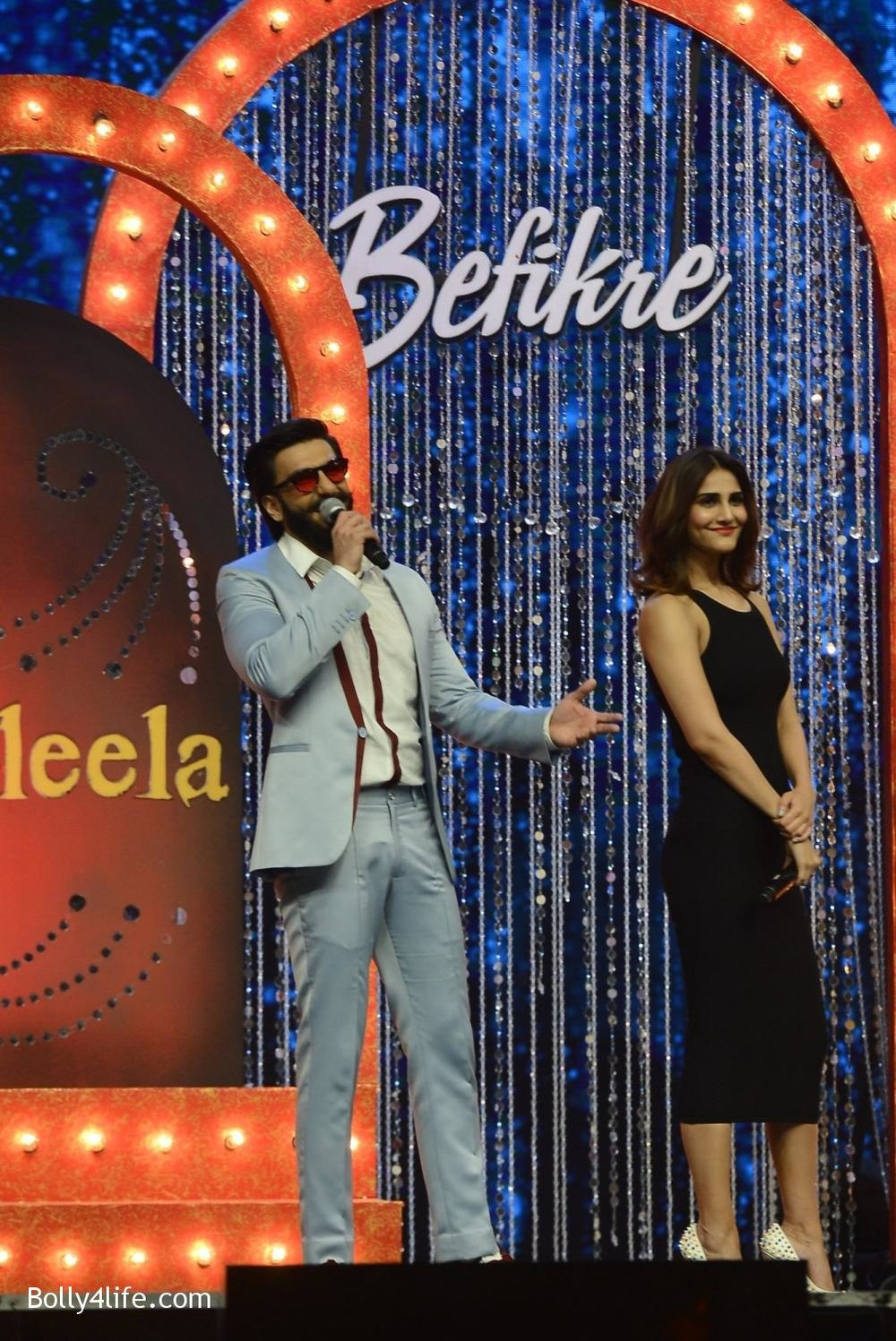 Ranveer-Singh-and-Vaani-Kapoor-during-the-promotion-of-film-Befikre-on-the-sets-of-Sony-TV-reality-show-Super-Dancer-16.jpg