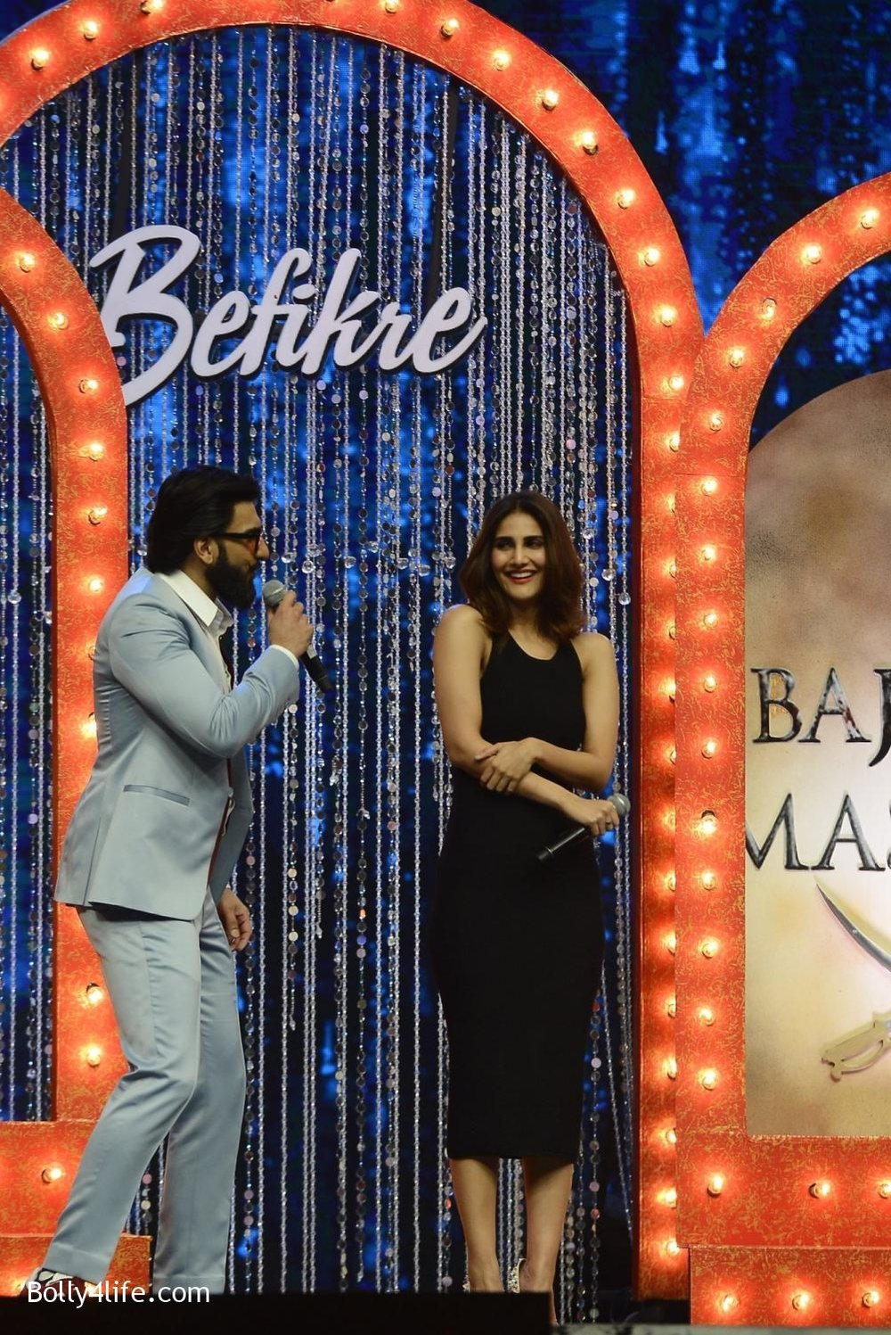 Ranveer-Singh-and-Vaani-Kapoor-during-the-promotion-of-film-Befikre-on-the-sets-of-Sony-TV-reality-show-Super-Dancer-19.jpg