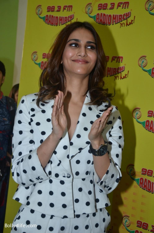 Ranveer-Singh-and-Veena-Kapoor-during-the-promotion-of-film-Befikre-at-Radio-Mirchi-studio-2.jpg