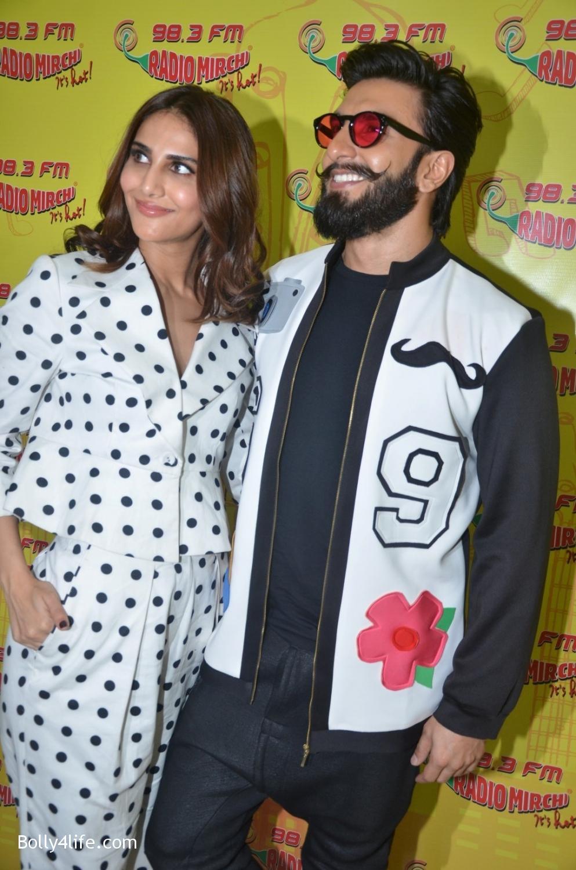 Ranveer-Singh-and-Veena-Kapoor-during-the-promotion-of-film-Befikre-at-Radio-Mirchi-studio-3.jpg