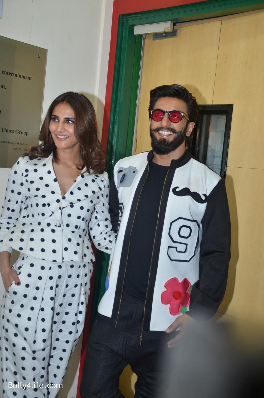Ranveer-Singh-and-Veena-Kapoor-during-the-promotion-of-film-Befikre-at-Radio-Mirchi-studio-4.jpg
