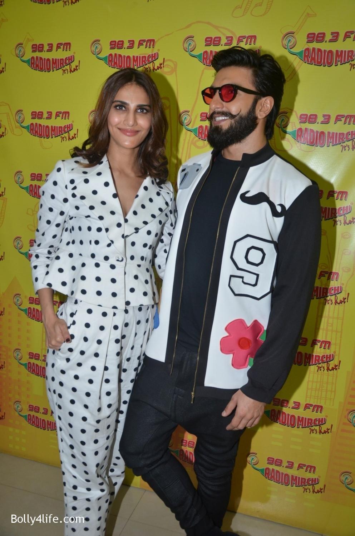 Ranveer-Singh-and-Veena-Kapoor-during-the-promotion-of-film-Befikre-at-Radio-Mirchi-studio-5.jpg