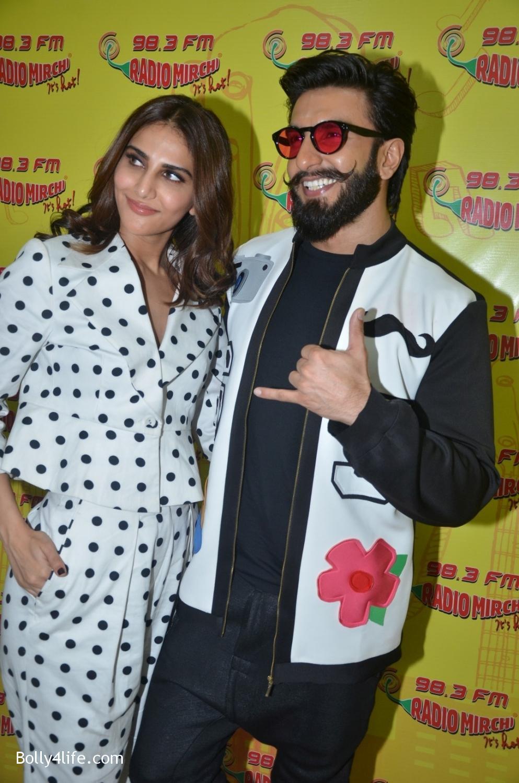 Ranveer-Singh-and-Veena-Kapoor-during-the-promotion-of-film-Befikre-at-Radio-Mirchi-studio-7.jpg