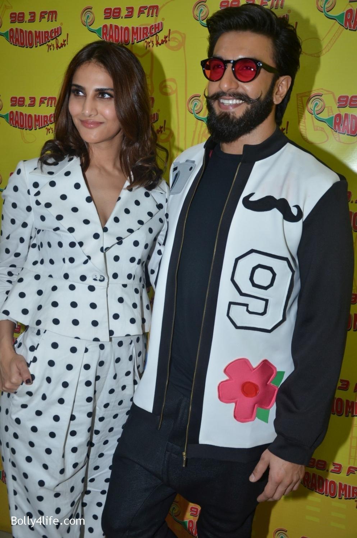 Ranveer-Singh-and-Veena-Kapoor-during-the-promotion-of-film-Befikre-at-Radio-Mirchi-studio-12.jpg