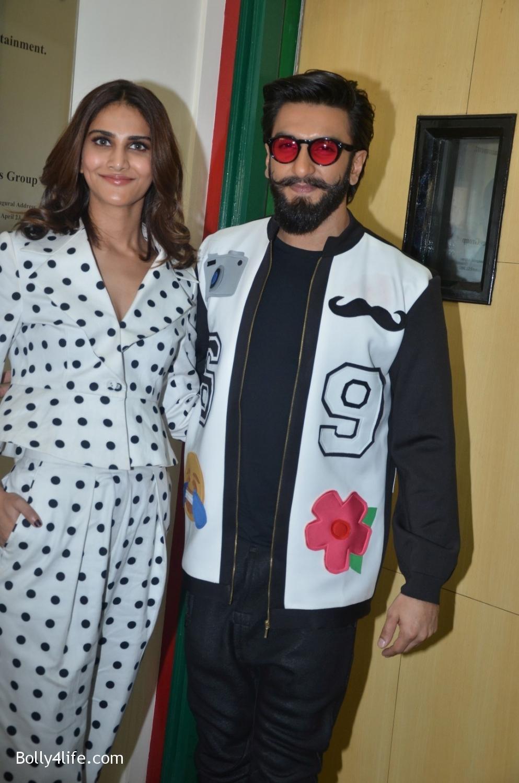 Ranveer-Singh-and-Veena-Kapoor-during-the-promotion-of-film-Befikre-at-Radio-Mirchi-studio-13.jpg