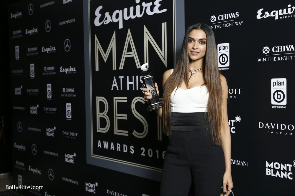 Deepika-Padukone-at-the-Esquire-Awards-2016-4.jpg