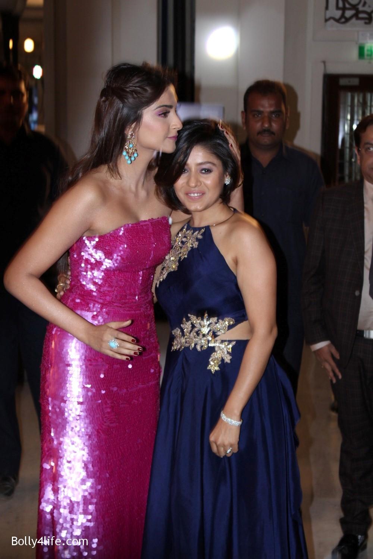 Sonam-Kapoor-at-Brand-Vision-Awards-in-Mumbai-11.jpg