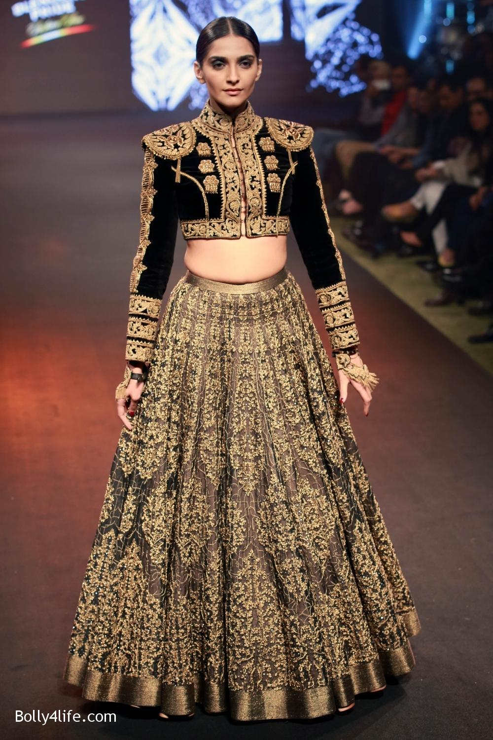 Sonam-Kapoor-walks-on-ramp-for-designers-Shantanu-and-Nikhils-show-during-the-Blenders-Pride-Fashion-Tour-2016-2.jpg