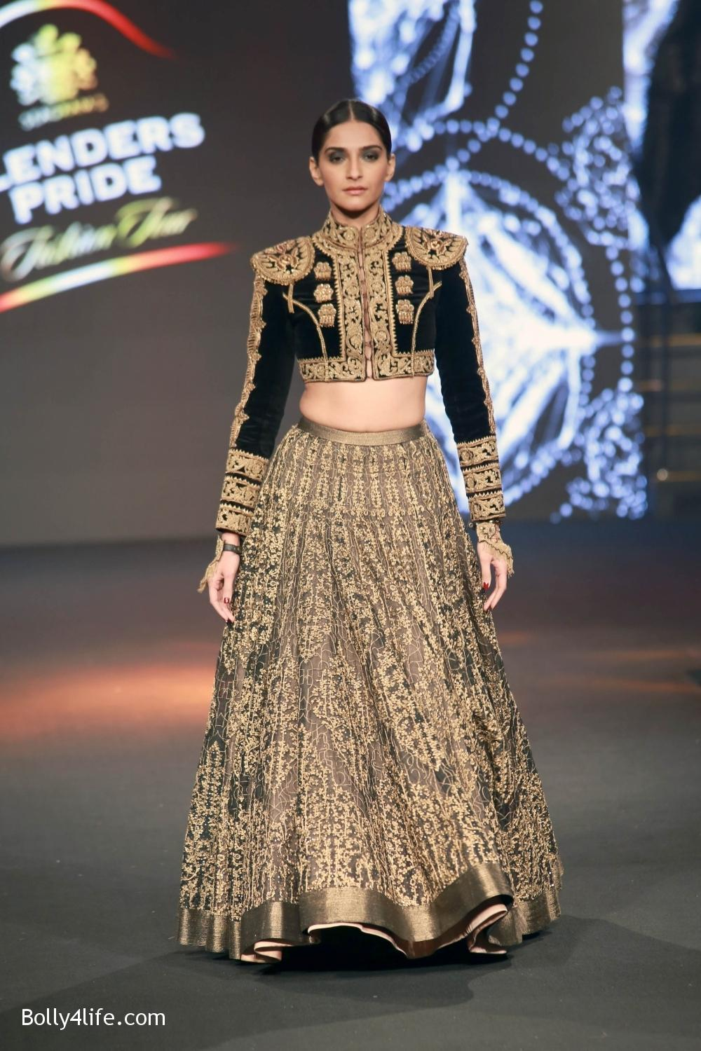 Sonam-Kapoor-walks-on-ramp-for-designers-Shantanu-and-Nikhils-show-during-the-Blenders-Pride-Fashion-Tour-2016-4.jpg