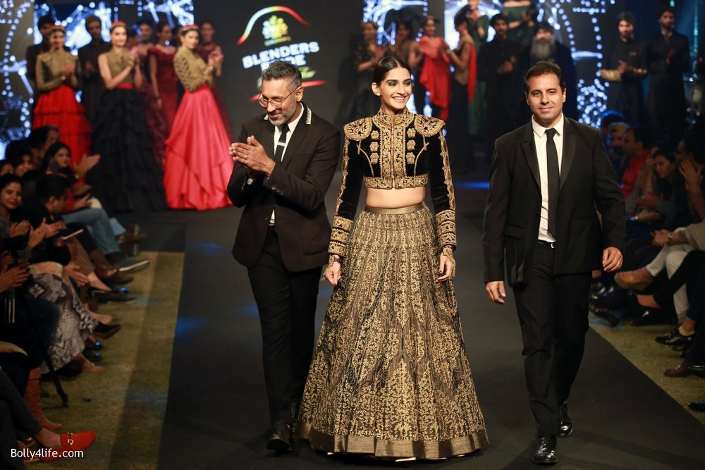 Sonam-Kapoor-walks-on-ramp-for-designers-Shantanu-and-Nikhils-show-during-the-Blenders-Pride-Fashion-Tour-2016-5.jpg
