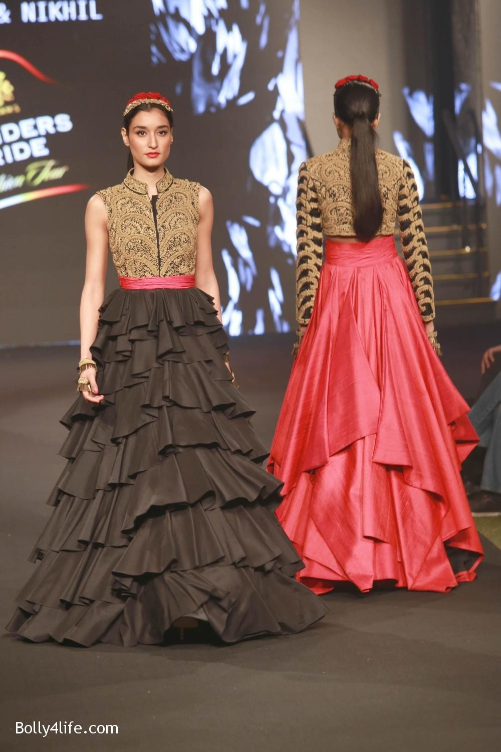 Sonam-Kapoor-walks-on-ramp-for-designers-Shantanu-and-Nikhils-show-during-the-Blenders-Pride-Fashion-Tour-2016-6.jpg