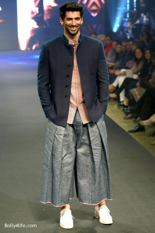 Aditya-Roy-Kapur-walks-on-ramp-for-designer-Rajesh-Pratap-Singhs-show-during-the-Blenders-Pride-Fashion-Tour-2016-3.jpg