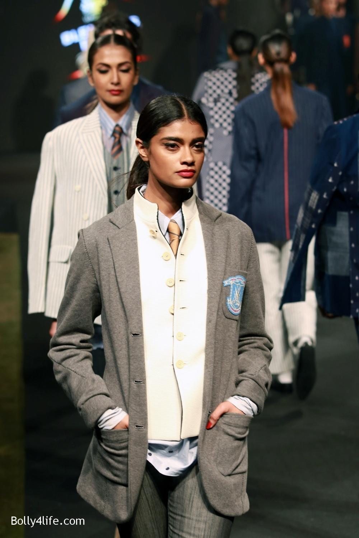 Aditya-Roy-Kapur-walks-on-ramp-for-designer-Rajesh-Pratap-Singhs-show-during-the-Blenders-Pride-Fashion-Tour-2016-10.jpg